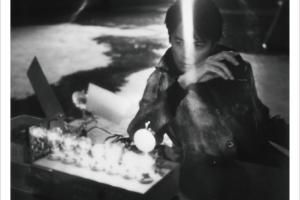 福山雅治 (ふくやままさはる) 12thアルバム『AKIRA (アキラ)』(初回限定LIVE映像「ALL SINGLE LIVE」盤) 高画質CDジャケット画像 (ジャケ写)